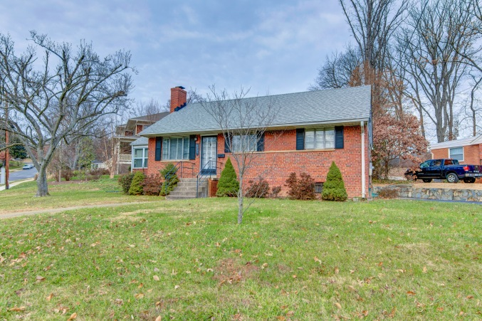 Solid Brick home near metro and Williamsburg circle